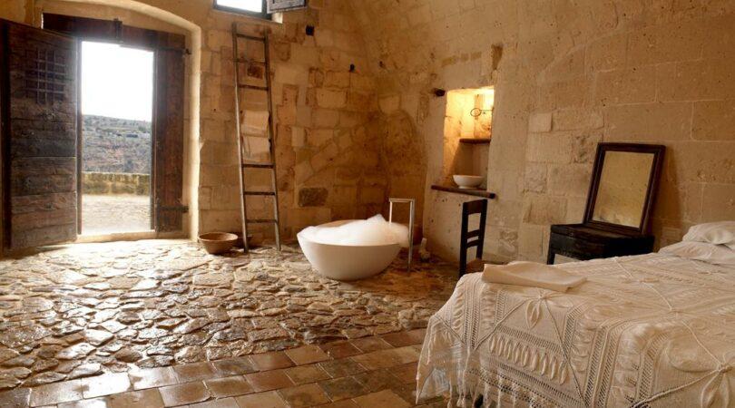 Stanza ricavata in una grotta tra i Sassi di Matera